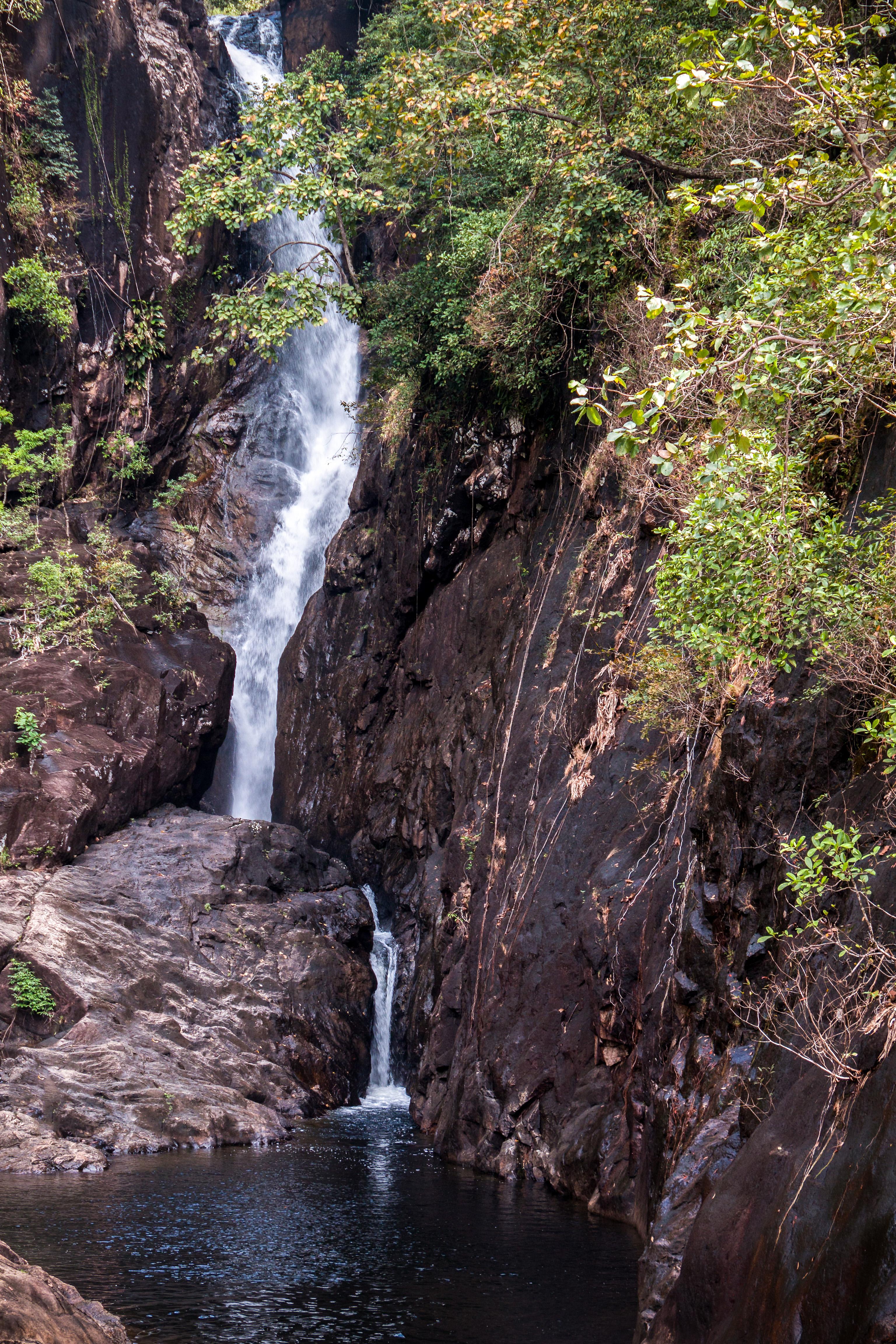 Et af mange. Klong Plu Vandfaldet på vestsiden af øen, med et fald på næsten 20 meter. Husk badetøjet.